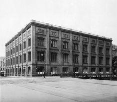 Die Berliner Bauakademie bzw. später Schinkelsche Bauakademie war eine Berliner Hochschule zur Ausbildung von Baumeistern. In ihr verbanden sich Aufbau und Organisation der modernen Bauverwaltung mit der Frage einer angemessenen Ausbildung des dazu notwendigen Beamtenstamms. Sie wurde am 18. März 1799 von König Friedrich Wilhelm III. gegründet und 1801 dem Oberbaudepartement als Abteilung ein- und räumlich angegliedert. Am 1. April 1879 ging die Technische Hochschule Berlin aus dem…