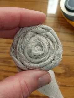 Learning to roll your own no-sew muslin rosettes - TUTORIAL