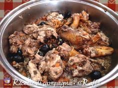 Il fagiano in salmì è un secondo piatto di cacciagione prelibato che necessita di una marinatura di alcune ore e una cottura lenta in casseruola.