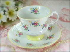 Pretty White Porcelain and Pink Rose Bouquet Collectible Vintage Teacup and Saucer by Elizabethan of England