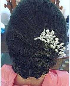 Gorgeous #bridesmaids #hair #low #updo #braids #hairslide #wedding #brunette #weddinghair #weddingmakeup #weddingmakeupartist #hairstylist #mua #oxfordshire http://gelinshop.com/ipost/1523899291268074940/?code=BUl-lTZgM28