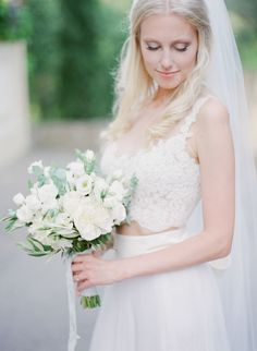 Wedding Bouquets :     Picture    Description  Organic wedding bouquet: Photography : Vasia Photography Read More on SMP: www.stylemepretty…    - #Bouquets https://weddinglande.com/accessories/bouquets/wedding-bouquets-organic-wedding-bouquet-photography-vasia-photography-read-more-on-smp-www-s/