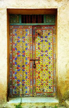 Painted Door, Rabat Oudaias, Morocco by David on Flickr.  Source: alyibnawi