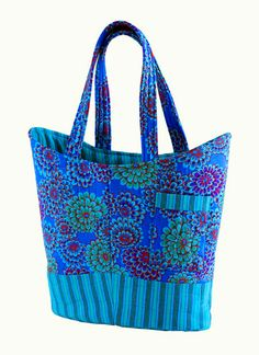 Free bag patterns, quilted shoulder bags, bag, bags, tote - love the fabric colors. Quilted Tote Bags, Quilted Shoulder Bags, Patchwork Bags, Crazy Patchwork, Duffle Bags, Messenger Bags, Shabby Chic Stil, Fabric Bags, Fabric Basket