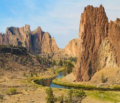 Smith Rock State Park in Bend, Oregon - Misery Ridge Loop Hike 3.8 Miles, also great for rock climbers