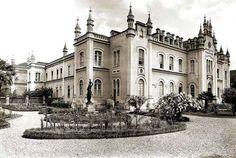 """Hospital de Caridade da Santa Casa de Misericórdia de Curitiba - Inaugurado a 22 de maio de 1880 na presença do imperador D.Pedro II e da imperatriz D.Thereza Cristina Maria. Um jornal da época escreveu: """"o Hospital é muito bonito. Parece um hotel inglês."""""""
