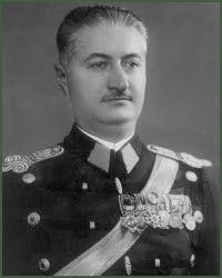Mareşalul Ion Antonescu: General de brigadă Aurel Racoviță History Of Romania, Military Uniforms, Shelves