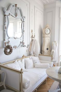Shabby Chic home decor knowledge reference 1904927613 to get for one delightfully smashing, comfy bedroom decor. Simply pop by the diy shabby chic decor ideas web link right now for further clues. Shabby Chic Living Room, Shabby Chic Homes, Shabby Chic Furniture, French Country Furniture, Decoration Shabby, Shabby Chic Decor, Shabby Chic Fashion, Classic Decor, Muebles Shabby Chic