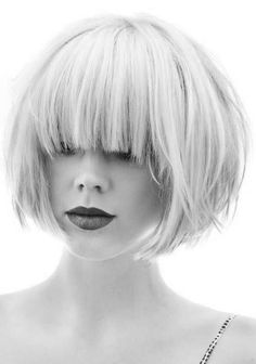 blonde blunt bob with fringe. thick and straight-corto bob contundente rubia con flequillo. grueso y rectoshort blonde blunt bob with fringe. thick and straight-corto bob contundente rubia con flequillo. grueso y recto Blunt Bob With Fringe, Short Bobs With Bangs, Short Hair Cuts, Long Bangs, Blunt Bob With Bangs, Blonde Blunt Bob, Blonde Bobs, Short Blonde, Blonde Hair