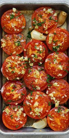 Garlic Roasted Tomatoes – easy and healthy roasted tomatoes topped with lots o. - Garlic Roasted Tomatoes – easy and healthy roasted tomatoes topped with lots of garlic. So juicy - Vegetable Recipes, Vegetarian Recipes, Cooking Recipes, Healthy Recipes, Healthy Snacks, Healthy Eating, Dinner Healthy, Vegetable Side Dishes, Food Dishes
