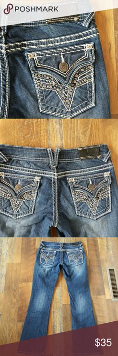 """Vigoss Boot Cut Jeans Size 5 33 Inseam Vigoss Boot Cut Jeans Size 5/6 ( or a 28), they have only been worn a couple times and in excellent condition.  Darker wash, flap pockets,  33"""" inseam. No trades please. vigoss Jeans Boot Cut"""