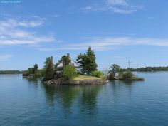 Aerial view showing some of the many islands of the Thousand Islands. The Thousand Islands is an archipelago consisting of exactly 1,864 islands that straddles the Canada-U.S. border in the Saint Lawrence River as it emerges from the northeast corner of Lake Ontario. They stretch for about 80 km on St. Lawrence Seaway, but the …