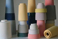 Pussel, de Apparatu Studio. Jarrones inspirados en juguetes. Puedes combinar formas y colores a tu antojo!