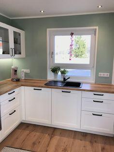 Green Kitchen, New Kitchen, Kitchen Dining, Home Decor Kitchen, Interior Design Kitchen, Home Kitchens, Sweet Home, Cuisines Design, Diy Bedroom Decor