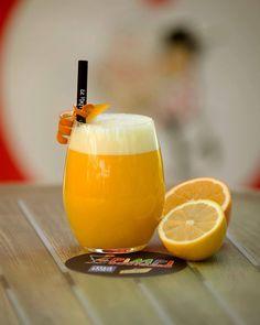 Ven a probar nuestro zumo La Axarquía de naranja, limón y mango y llénate de energía!