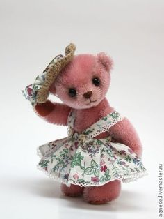 Handmade teddy bears made by Nina Popova from Riga, Latvia.  found on Russian eCommerce site: http://www.livemaster.ru/item/3370655-kukly-igrushki-mishka-ameli