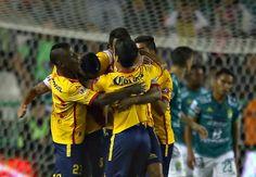 Morelia tuvo un premio a su paciencia. Nunca perdieron el orden a pesar de ir abajo en el marcador y se llevaron la victoria (1-2) de la cancha del Nou ...