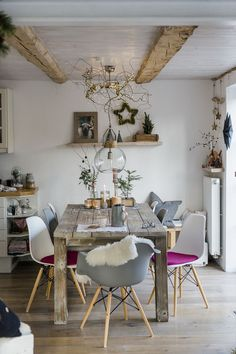 Christmas decoration and a quick DIY, pomponetti Informations About Weihnachtsdekoration und ein schnelles DIY Wood Home Decor, Diy Home Decor, Christmas Diy, Christmas Decorations, Christmas Cards, Christmas Ornaments, Holiday, Diy Casa, Farmhouse Side Table