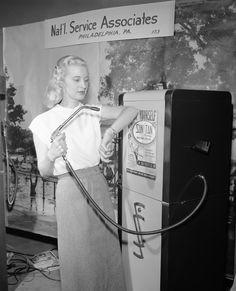 Dispensador de bronceador - durante los años 40 usaban esta técnica para ponerse moreno. Tenían un dispensador de loción bronceadora, con el que se podían broncear durante 30 segundos, por tan sólo 1 centavo.