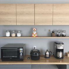【暮らしのインテリア】一体型ダイニングキッチンで動線スッキリ・家族が集いやすい空間~暮らしやすさを重視した平屋づくり(h._.hausさん) | ムクリ[mukuri] Liquor Cabinet, Kitchen Cabinets, Storage, Interior, Furniture, Home Decor, Instagram, House, Purse Storage