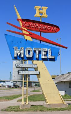Old Neon Signs, Vintage Neon Signs, Old Signs, Roadside Signs, Roadside Attractions, Vintage Fireworks, Retro Signage, Electric Signs, Commercial Signs