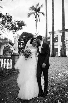 União de fornecedores para proporcionar uma experiência de um casamento praticamente completa! Diferente dos pacotes comuns que você encontra por aí, são fornecedores de alta perfomance, resultado e entrega e que você poderá escolher qual é mais a sua cara e a cara do casamento que você quer, sonha, pensa. 👊🏼 . A quarentena nos mostrou que qualquer dia pode ser o seu dia - Qualquer dia é dia de festa! #casamento #casardedomingo #casamentonodomingo #noivos #casamentonocampo #casamentodedia Wedding Dresses, Fashion, Grooms, You Complete Me, Events, Faces, Bride Dresses, Moda, Bridal Gowns