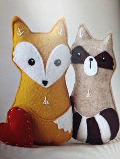 Fox: white b, red t (tail to side, white belly & ears). Raccoon: black b, grey t (tail to side, black ears & nose)