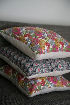 You can never have too many bed cushions, especially when some of them are in the same print as our inspiration image!