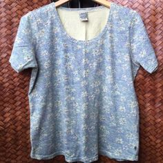 Royal Robbins top 100% Cotton. Looks great with jeans, skirts etc.            Excellent condition Royal Robbins Tops