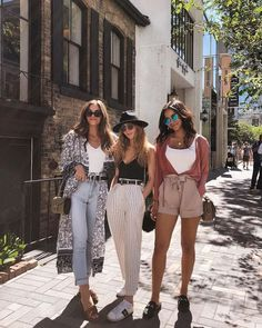 18 Fabulous Ideas of Women &;s Clothing Combinations 2018 &; Frauen Mode 18 Fabulous Ideas of Women &;s Clothing Combinations 2018 &; Frauen Mode Hannah Pause h_pause Fashion Streetstyle Streetfashion bester Streetstyle […] fitness photography Fashion Blogger Style, Look Fashion, Retro Fashion, Fashion Bloggers, Spain Fashion, Europe Fashion, Grunge Fashion, Urban Street Style Fashion, Summer Street Fashion