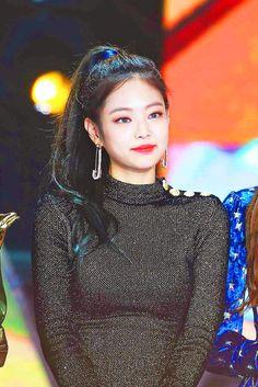 blackpink in your area — Blackpink Concert Jennie 🌈 Super 🌟 Jennie K Pop, Kpop Girl Groups, Korean Girl Groups, Kpop Girls, Golden Disk Awards, Rapper, Blackpink Jennie, Yg Entertainment, Forever Young
