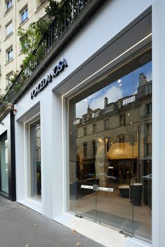 Architects and interior designers now have their Porcelanosa space in Paris #Porcelanosa #Paris #architecture #interiordesign
