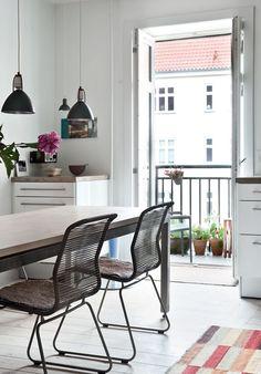 http://www.boligliv.dk/indretning/indretning/ra-og-hyggelig-loftstil1/