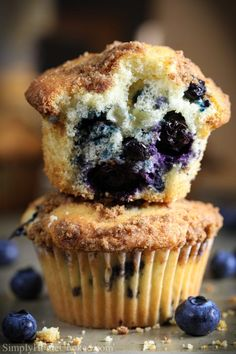 Best Blueberry Muffins This easy Blueberry Muffin recipe is to die for! They are super moist and fluffy. Topped with a cru Homemade Blueberry Muffins, Blueberry Cupcakes, Blueberry Desserts, Blue Berry Muffins, Starbucks Blueberry Muffin Recipe, Blueberry Muffin Recipes, Fluffy Muffins Recipe, Blueberry Muffins From Scratch, Starbucks Recipes