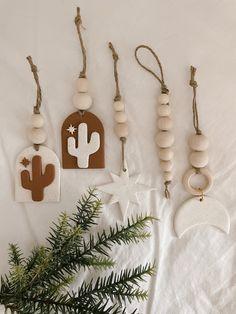 Polymer Clay Ornaments, Polymer Clay Christmas, Polymer Clay Crafts, Diy Clay, Diy Air Dry Clay, Clay Keychain, Clay Wall Art, Creation Deco, Ideias Diy