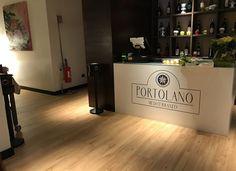 Ristorante Portolano Mediterraneo (MI) - Sintesy Connect 55-G Titanium oak #skema #italiandesign #pavimento #design #sintesy #flooring #connect Modern Flooring, Connect, Restaurants, Design, Home Decor, Decoration Home, Room Decor, Restaurant