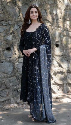 Dresses - shaliniboutique Alia Bhatt looked pretty in a black and silver salwar kameez that she paired with chandelier earrings Royal Dresses, Indian Dresses, Indian Outfits, Indian Designer Outfits, Designer Dresses, Indian Designers, Black Salwar Kameez, Churidar, Indian Attire
