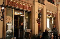 Caffè Torino Il Caffè Torino, in piazza San Carlo 204, era il preferito da Alcide De Gasperi. E' particolare non solo per l'eleganza dei suoi interni, ma soprattutto per il toro di bronzo incastonato a terra di fronte all'ingresso: si dice infatti che calpestarne i genitali porti fortuna.