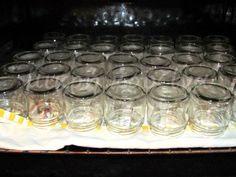 μικρή κουζίνα: Πώς αποστειρώνουμε βαζάκια για μαρμελάδες κλπ Cooking Tips, Cooking Recipes, Preserving Food, Greek Recipes, Punch Bowls, Preserves, Mason Jars, Favorite Recipes, Sweets