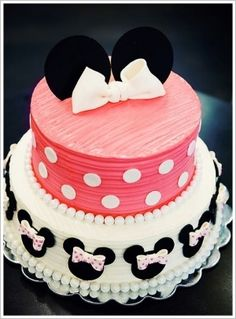 Two-tiered Minnie Mouse Birthday Cake. Cute version of Minnie Mouse cake. Minni Mouse Cake, Bolo Da Minnie Mouse, Minnie Mouse Birthday Cakes, Minnie Cake, Mickey Mouse, Disney Mickey, Baby Cakes, Cupcake Cakes, Cupcake Ideas