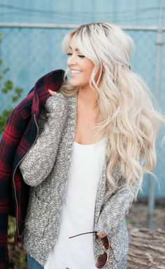 keep it cozy - messy half up hairstyle - long hair - blond wavy hair. If my hair were blond I want it this color! Hair Blond, Platinum Blonde Hair, Wavy Hair, Ashy Blonde, Blonde Color, Ombre Hair, Curls Hair, Loose Curls, Brown Hair