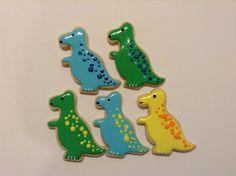 #LiPix #dinosaur #dino #jurassicpark #cookies  #cookielove #customtreats  #customcookies #royalicing #delicious #sugarcookies #sugarart #edibleart #decoratedcookies #yummy #yum #treats #torontofood #torontocookies #madebyme #madewithlove #handmade #homemade #cookieart #baking #foodie by Cupcakes2di4