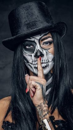 "Explore Best Halloween Face Painting Ideas"" on Disqora. Find inspiration for your Halloween and Horror face paint designs. Looks Halloween, Halloween Cosplay, Fall Halloween, Halloween Face Makeup, Halloween Make Up Ideas, Woman Halloween Costumes, Facepaint Halloween, Beautiful Halloween Makeup, Halloween Express"