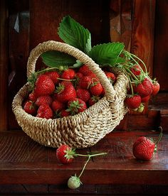 Garden Food Basket A or B Consider: Basket size and color Product arrangement Product number Red Fruit, Fruit Art, Fruit And Veg, Fruits And Vegetables, Strawberry Hill, Strawberry Patch, Strawberry Fields, Raindrops And Roses, Fruit Photography
