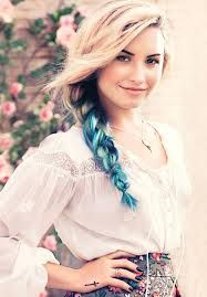 Demi Lovato posts for Teen Vogue. Ah, Demi. We meet again . The last editorial of Demi Lovato I remember was when she was in Seventeen. Pelo Demi Lovato, Demi Lovato Hair, Demi Lovato Cover, Teen Vogue, Pretty Hairstyles, Braided Hairstyles, Style Hairstyle, Medium Hairstyles, Hair Chalk