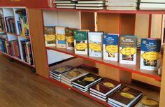 Descubre nuestros lotes de libros.  3 libros por menos de 5 €   Encuentralo en nuestra tienda. Calle Matadero nº 8 Alcorcón, Madrid
