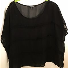 Forever 21 Boxy Blouse Black boxy blouse from Forever 21. Could honestly fit most sizes, its quite wide so it falls nicely on the body. Not worn much. Forever 21 Tops Blouses