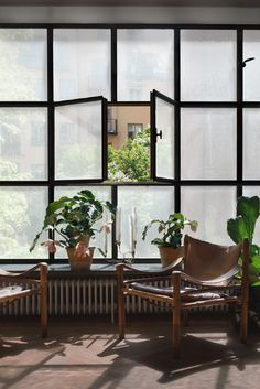 Browse thousands photos of Casement Windows that will inspire you. Find ideas and inspiration for Casement Windows to add to your own home. Interior Exterior, Home Interior, Exterior Design, Interior Architecture, Scandi Living, Home And Living, Home Design, Design Blogs, Design Trends