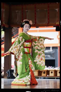This amazing green piece was worn by Mameroku during Setsubun. Love the larger…