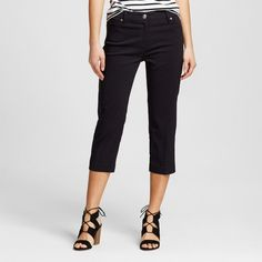 Cropped pants, close fit (not flared!)